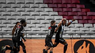 El hondureño Bryan Róchez anota en la remontada del CD Nacional