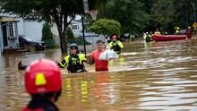 """""""Gracias a Dios estamos vivos"""": imágenes de inundaciones por tormenta Henri"""