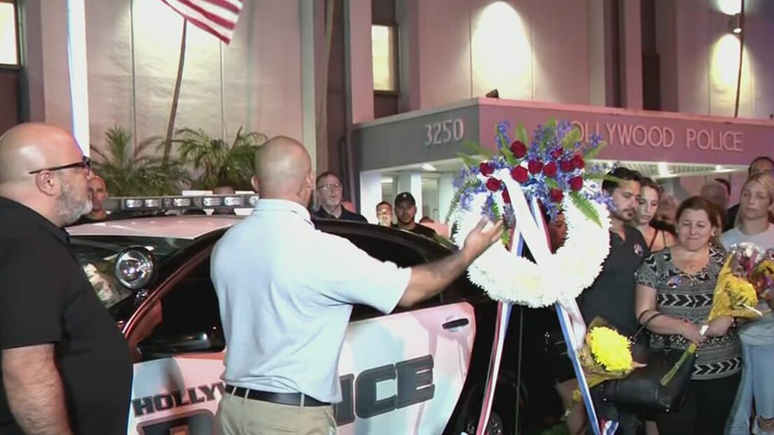 Con una emotiva vigilia, familiares y colegas honran al oficial Yandy Chirino en Hollywood, Florida
