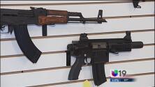 Legisladores aprueban un mayor control de armas