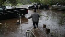 Residentes afectados por inundaciones de Harvey piden que se acelere la obra en la represa del lago Houston