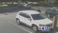 Ladrón roba pertenencias a mujeres cuando recogen hijos a la escuela