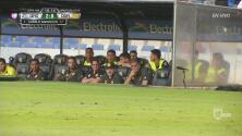 Maradona no lo puede creer, pierde 2-0 en 16 minutos
