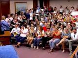 Sin máscaras ni distanciamiento social: muchedumbre impide reunión de comisión del condado de Utah