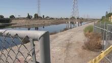 ¿Qué planean las autoridades para solucionar el problema del mal olor emanado de un canal en Carson?