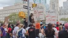 """""""Aún no tenemos trabajo"""": inquilinos en Nueva York exigen una nueva extensión de la moratoria de desalojos"""