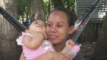 """""""Pensé que había muerto"""": Esta bebé regresó a los brazos de su madre en Honduras tras ser llevada a la frontera de EEUU"""