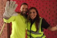 """""""Lista para trabajar"""": Damaris Díaz se unió por un día al departamento de limpieza en Nueva Jersey"""