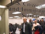 La Corte Suprema rechaza pedido para revivir la regla de carga pública de Trump, que afectaba trámites como la residencia