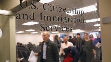 Alivio y tranquilidad: inmigrantes en trámite para obtener la ciudadanía celebran el fin de la regla de carga pública