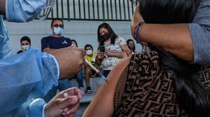 Pfizer dice que su vacuna para niños entre 5 y 11 años es segura: ¿cuánto más falta para que la autoricen?