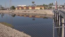 ¿Qué recomendaciones seguir si se vive en una zona con malos olores debido a aguas residuales u otros factores?