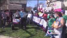 Manifestantes protestan contra el posible fin del sistema Obamacare
