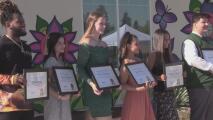 Siete estudiantes del Valle reciben becas en honor a Janessa Ramírez, niña que murió por una bala perdida