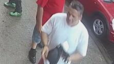 Buscan a un hombre acusado de agredir físicamente a una anciana en El Bronx