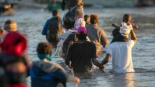 Desalojan por completo el campamento de migrantes que había sido ubicado entre Ciudad Acuña y Del Río, Texas