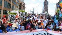 """""""Somos esenciales"""", inmigrantes indocumentados piden que incluyan su legalización en la ley de infraestructura"""