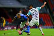 Mazatlán impuso su futbol para llevarse los tres puntos de casa de Cruz Azul que inició mal su reinado.