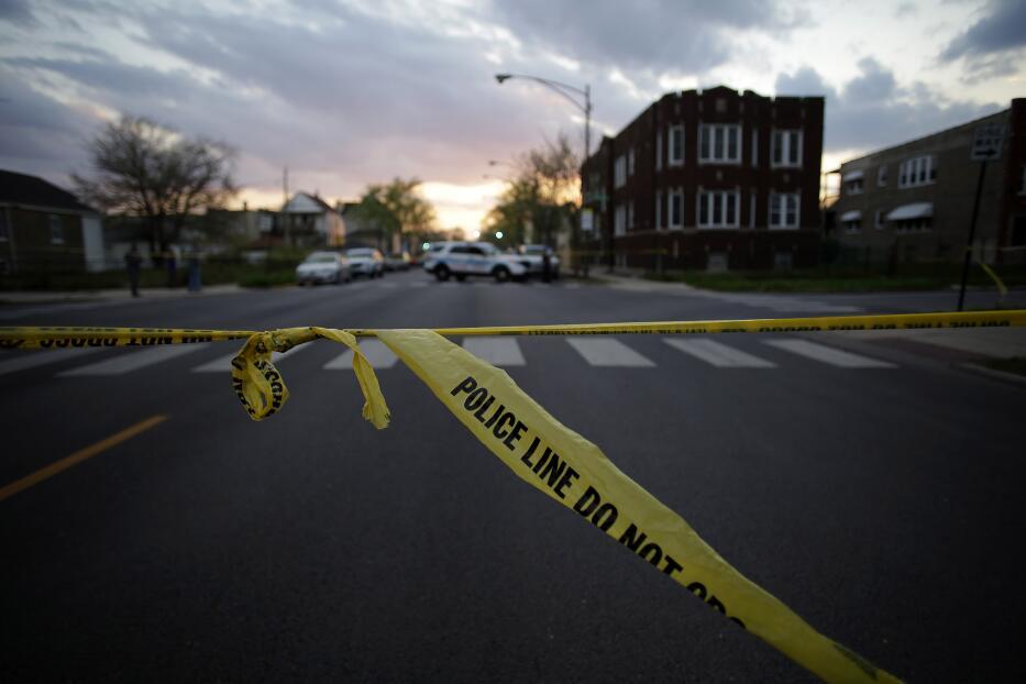 Marchan por la paz en el vecindario que fue escenario de dos balaceras en Chicago