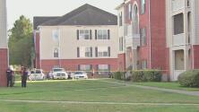 El mayor llamó al 911: lo que se sabe del hallazgo de tres menores y un cadáver en un apartamento al oeste de Houston