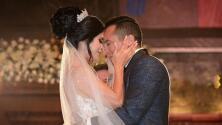 Con 12,000 cristales Swarovski, Kimberly Flores portó un pesado vestido en su boda con Edwin Luna
