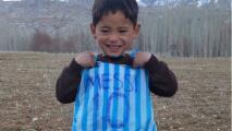 ¿Recuerdas al niño de la camiseta de plástico de Messi? Ahora pide ayuda para huir de Afganistán