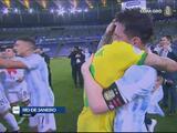 Messi y Neymar se fundieron en un emotivo abrazo tras la Final