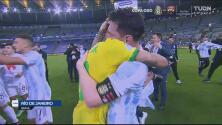 El abrazo de Neymar a Messi