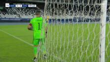 ¡TIRO ATAJADO! disparo por Lionel Messi.
