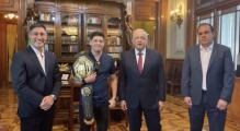 El Presidente de México recibe al campeón Brandon Moreno