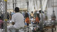 Presentan demanda contra gobierno Trump por condiciones de inmigrantes en centros de detención