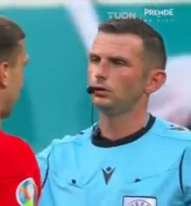 Jakub Swierczok anota pero le anulan el gol empate a los polacos