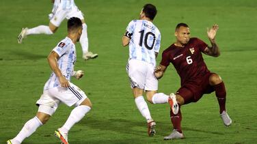 Jugador venezolano se disculpa por la criminal entrada sobre Messi