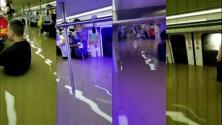 Rescatan a cientos de personas con el agua hasta la cintura en el metro tras inundaciones históricas en China