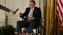 Con calcetines llamativos, residentes en Houston le rendirán homenaje a George Bush padre