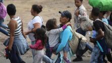 Denuncian operativos relámpago para arrestar a mujeres y niños que hacen parte de la caravana de migrantes