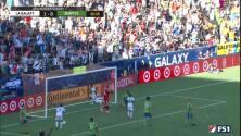 Zlatan Ibrahimovic inicia la jugada y Ola Kamara la manda a guardar, LA Galaxy 2-0 Seattle