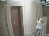 Por segundos: Mujer evita que un hombre entre a su apartamento en el Bronx