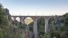 Una joven muere al caer al vacío por hacerse una selfie cerca de un famoso puente de una película de James Bond