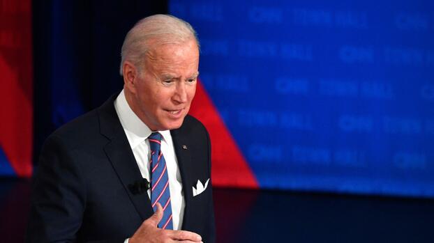 Biden se reúne con senadores clave para tratar de destrabar su plan económico en el Congreso