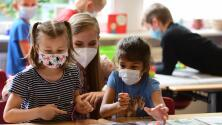Reportan varios casos de coronavirus en escuelas de Chicago: maestros exigen más medidas de prevención