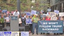 Protestas en Chicago ante la posibilidad de que se elimine una regulación que protege el medio ambiente
