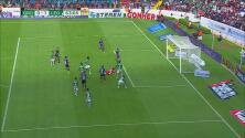 ¡Otro palo para el Querétaro! Jaime Gómez envió el balón contra el horizontal