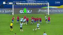 ¡GOL!  anota para Argentina. Lionel Messi