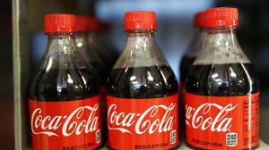 Un joven de 22 años muere luego de tomarse una botella grande de Coca Cola en 10 minutos