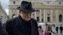 Cardenal antivacunas Raymond Leo Burke está intubado debido al coronavirus y pide que recen por él