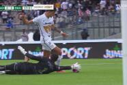 ¡Grande Hugo! González desarma a Dinenno y le roba el gol