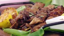 Receta de pinchos picantes de cerdo, ideales para disfrutar este verano