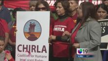 Manifestantes piden protección para inmigrantes a legisladores latinos de California