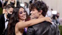 Camila Cabello dice que Shawn Mendes la ayuda a controlar su ansiedad y el comer en exceso
